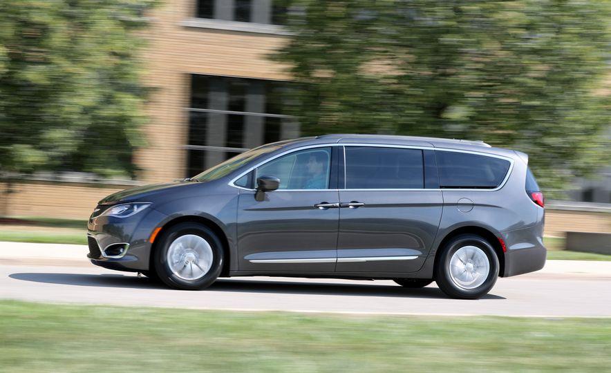 2017 Chrysler Pacifica Touring L - Slide 10