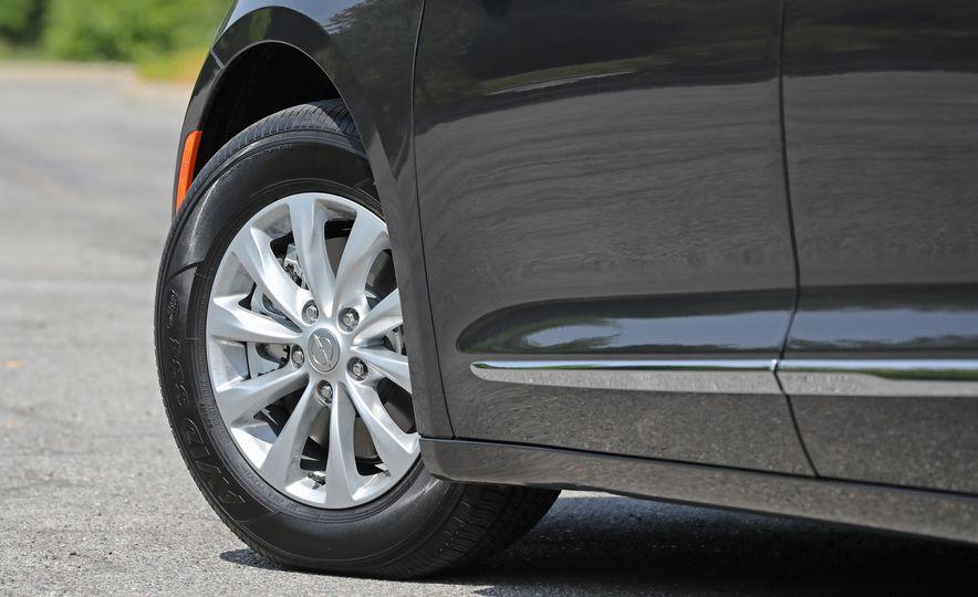 2017 Chrysler Pacifica Touring L - Slide 24
