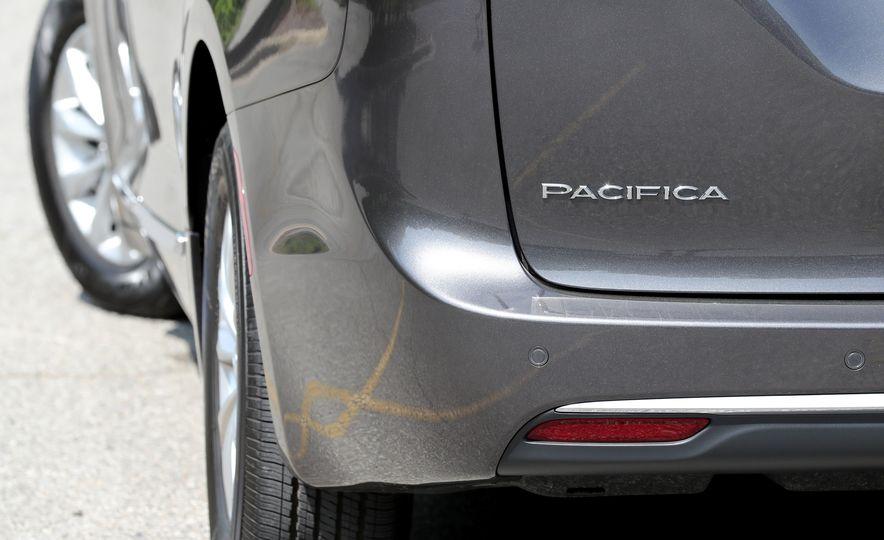 2017 Chrysler Pacifica Touring L - Slide 26