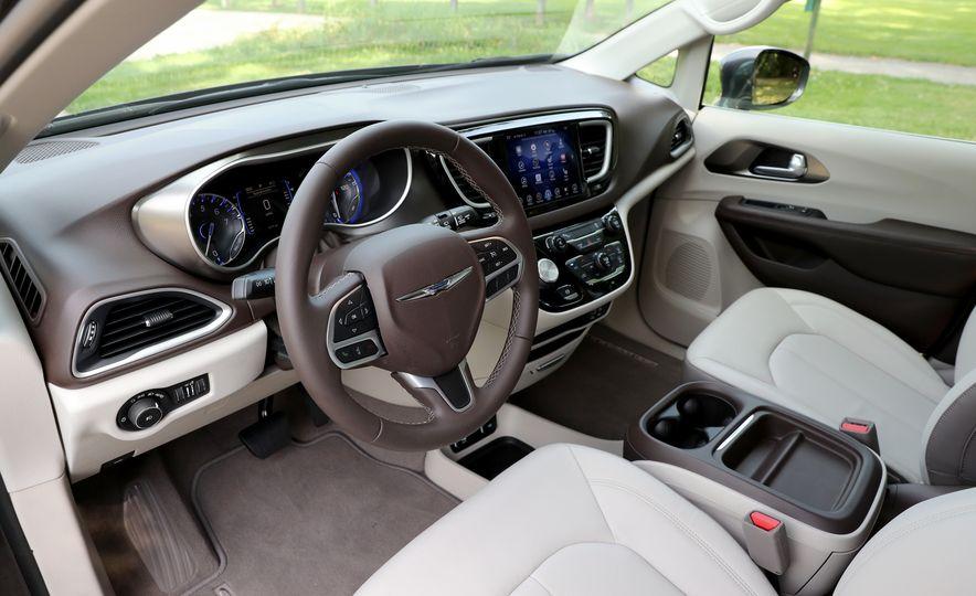 2017 Chrysler Pacifica Touring L - Slide 30