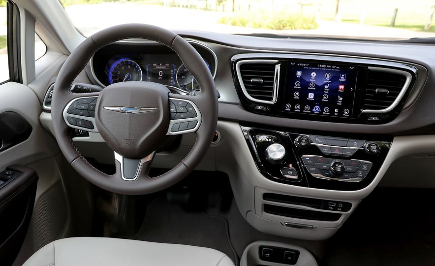 2017 Chrysler Pacifica Touring L - Slide 33
