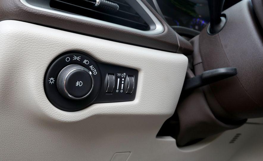 2017 Chrysler Pacifica Touring L - Slide 34