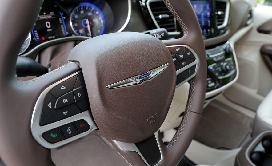 2017 Chrysler Pacifica Touring L - Slide 35