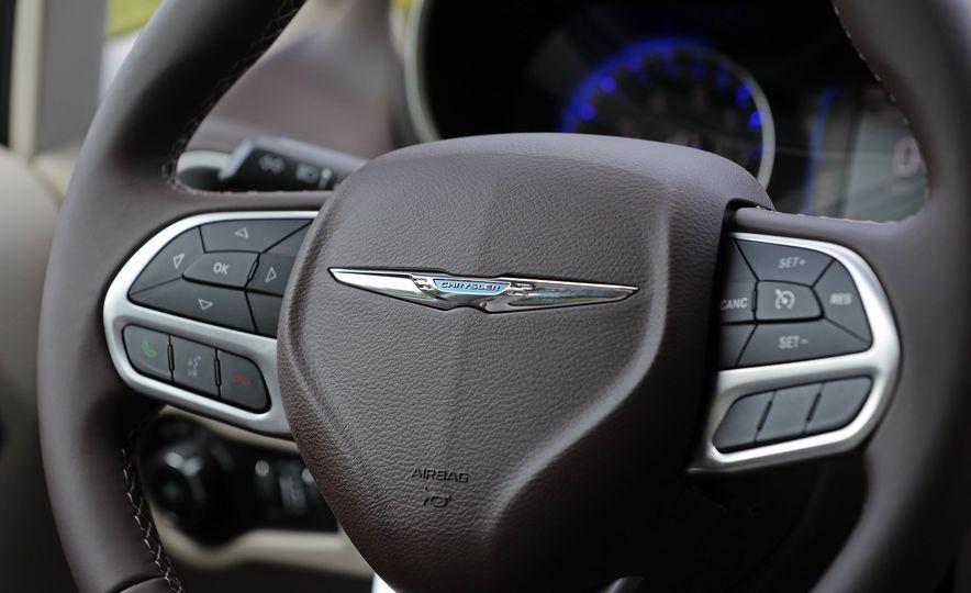 2017 Chrysler Pacifica Touring L - Slide 36