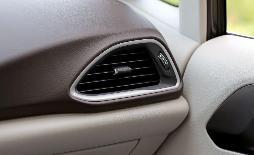 2017 Chrysler Pacifica Touring L - Slide 42