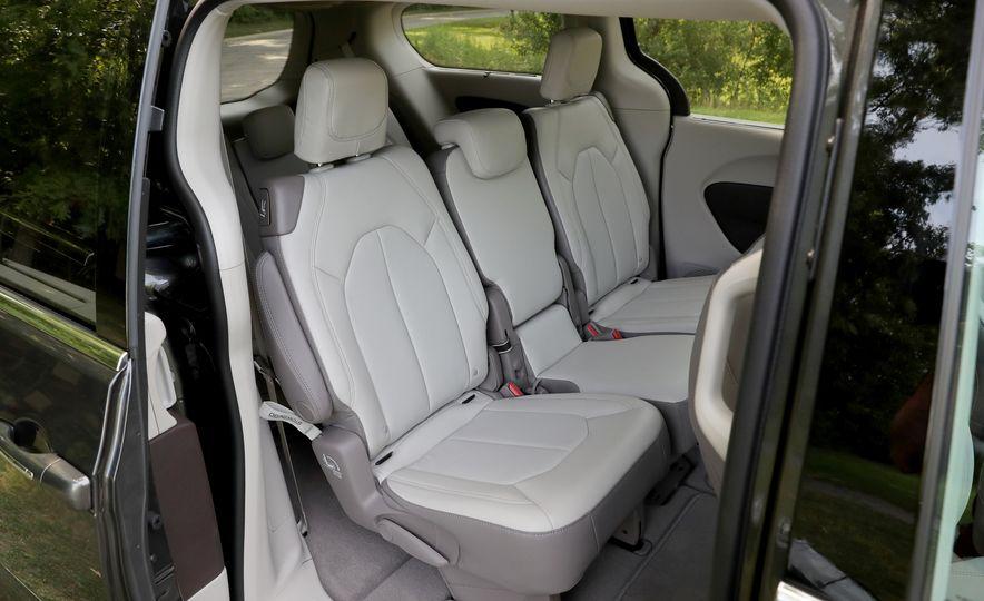 2017 Chrysler Pacifica Touring L - Slide 47