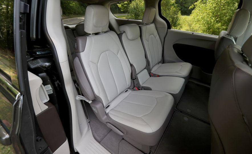 2017 Chrysler Pacifica Touring L - Slide 48