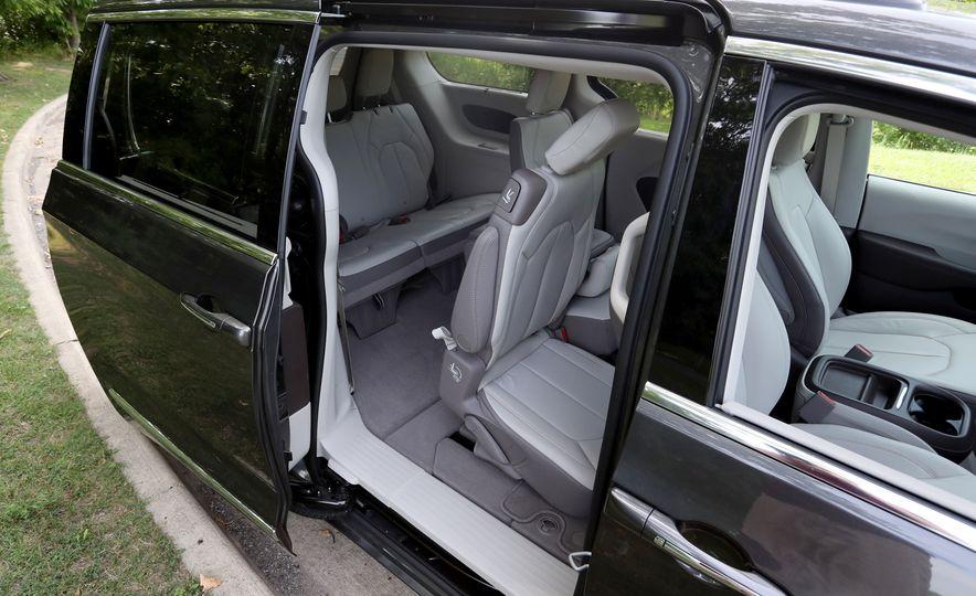 2017 Chrysler Pacifica Touring L - Slide 50