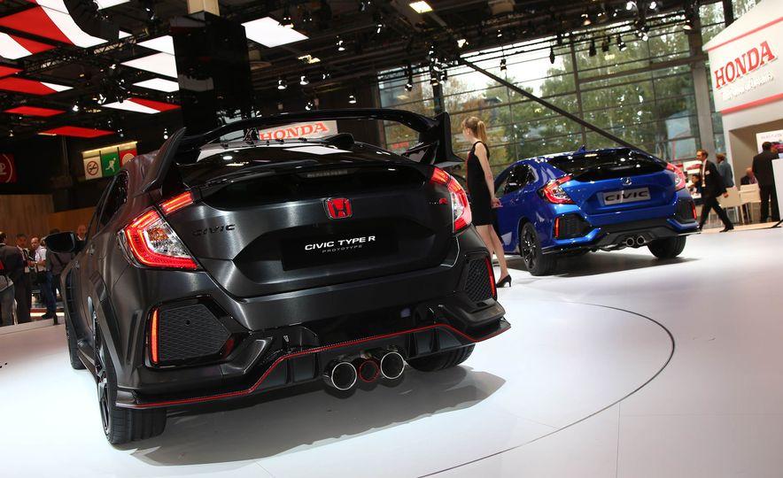 2017 Honda Civic Type R concept - Slide 8