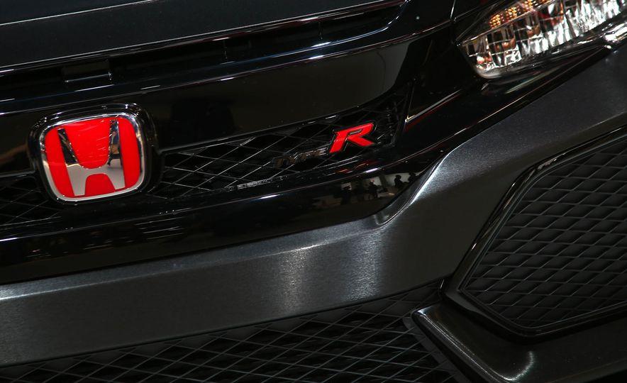 2017 Honda Civic Type R concept - Slide 11