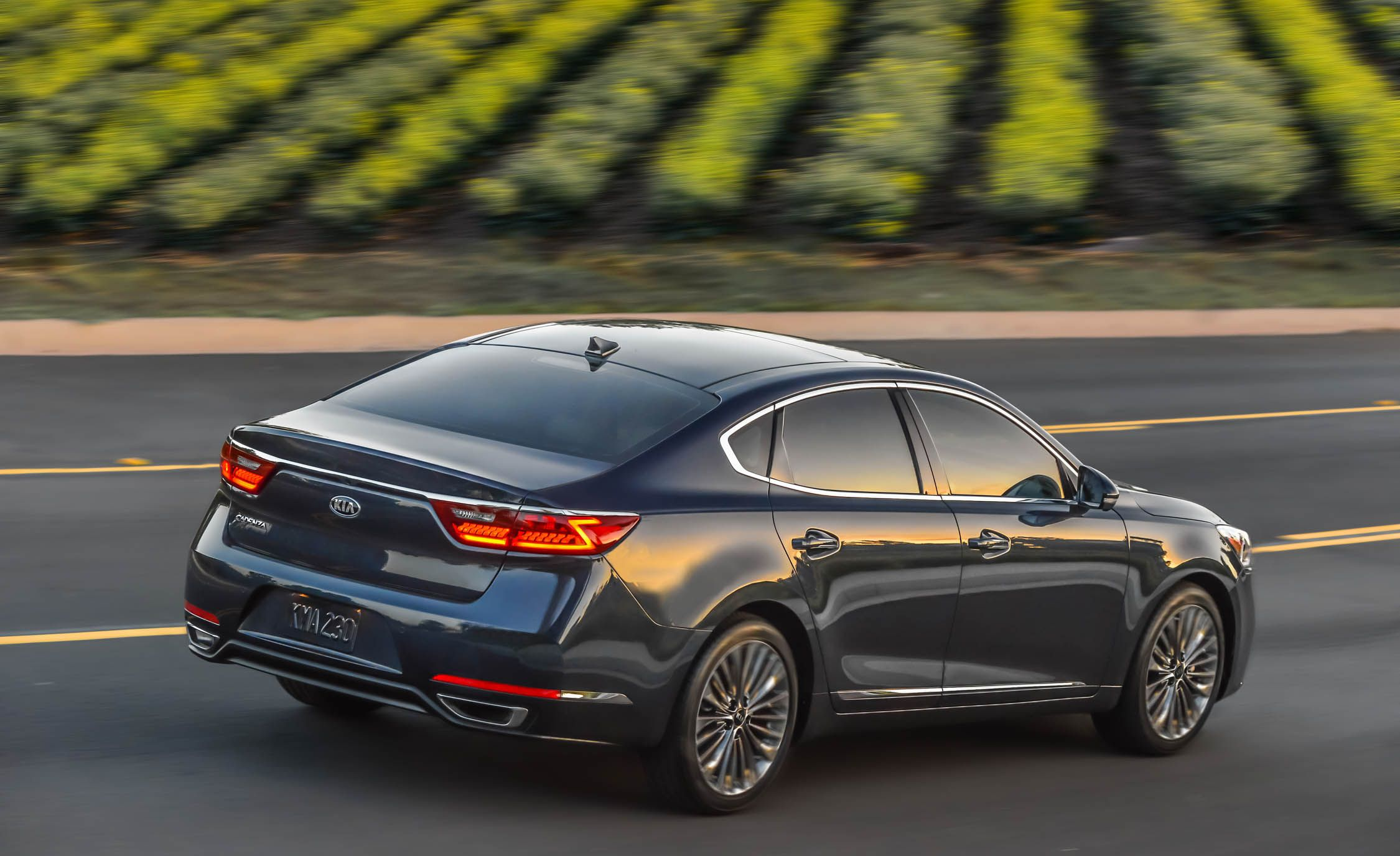 2019 Kia Cadenza Reviews Price Photos And Specs Car Driver