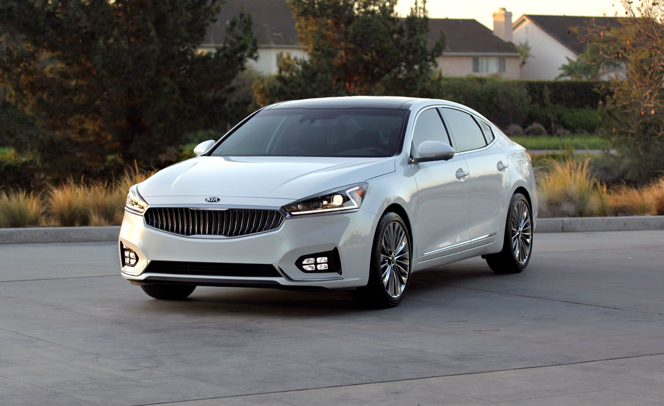 2019 Kia Cadenza Reviews Price Photos And Specs Car Driver