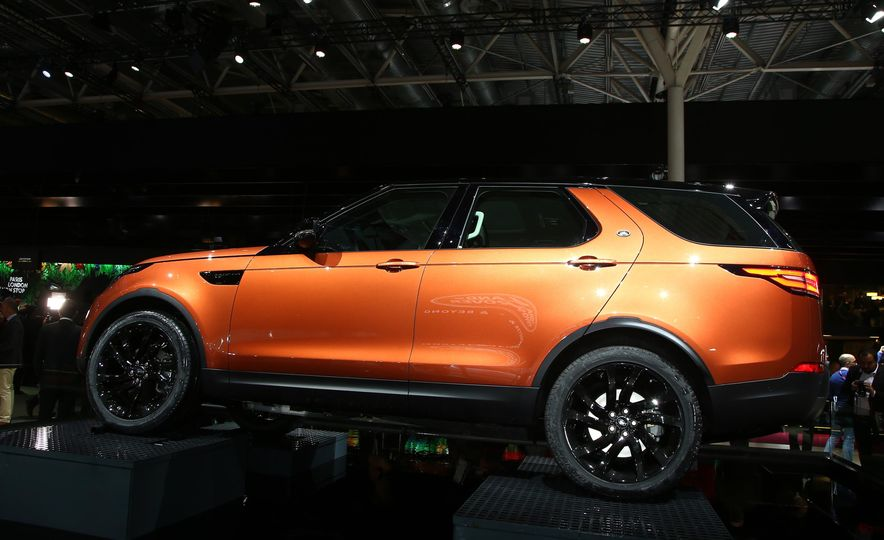 2017 Land Rover Discovery - Slide 4