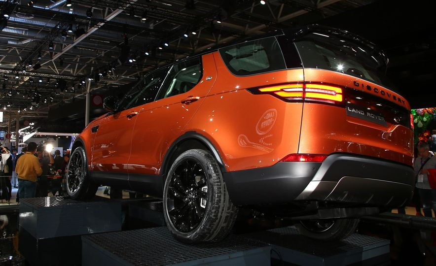 2017 Land Rover Discovery - Slide 5