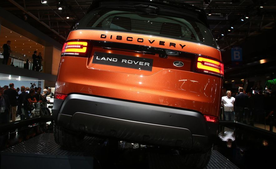 2017 Land Rover Discovery - Slide 6