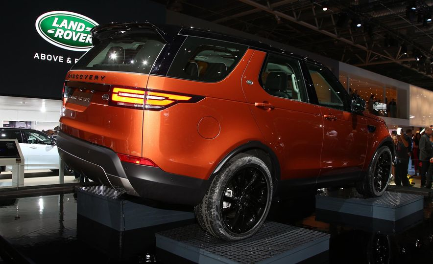2017 Land Rover Discovery - Slide 7