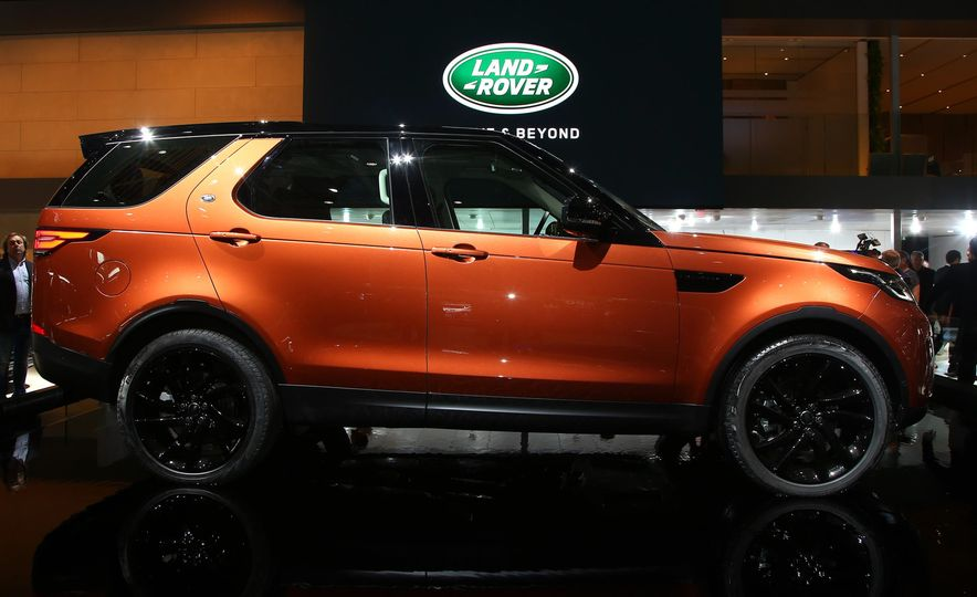 2017 Land Rover Discovery - Slide 8