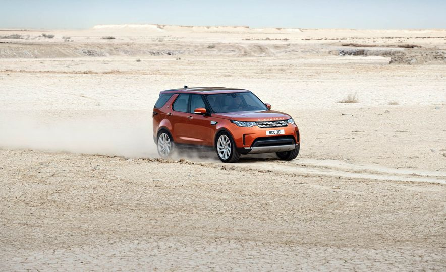 2017 Land Rover Discovery - Slide 16
