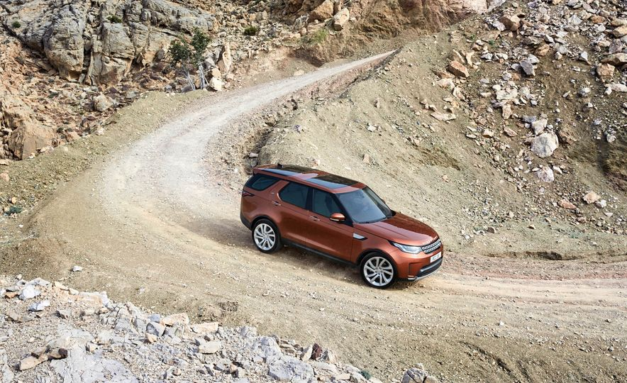 2017 Land Rover Discovery - Slide 17
