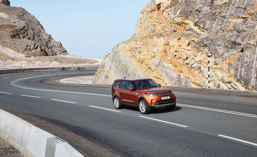 2017 Land Rover Discovery - Slide 21