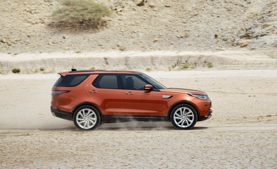 2017 Land Rover Discovery - Slide 22