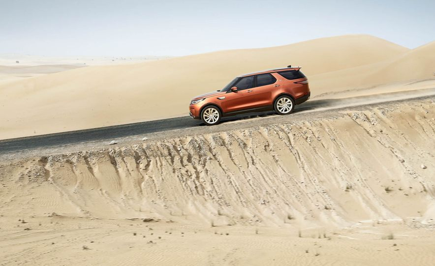 2017 Land Rover Discovery - Slide 23