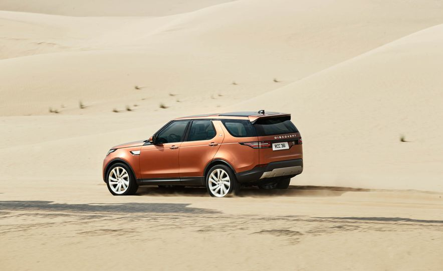2017 Land Rover Discovery - Slide 24