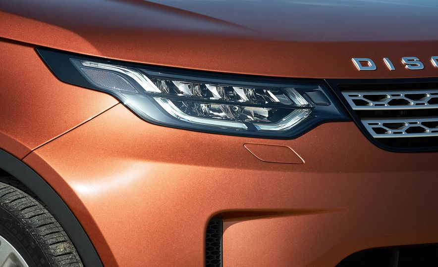 2017 Land Rover Discovery - Slide 32
