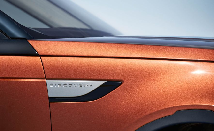 2017 Land Rover Discovery - Slide 34