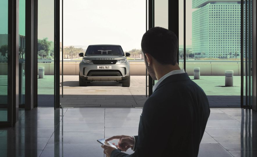 2017 Land Rover Discovery - Slide 40