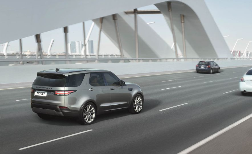 2017 Land Rover Discovery - Slide 42
