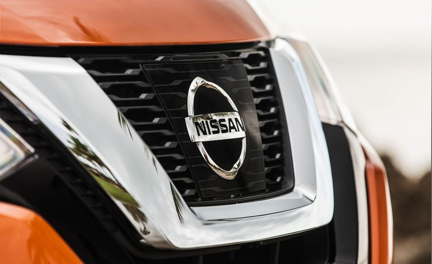 2017 Nissan Rogue SL AWD - Slide 15