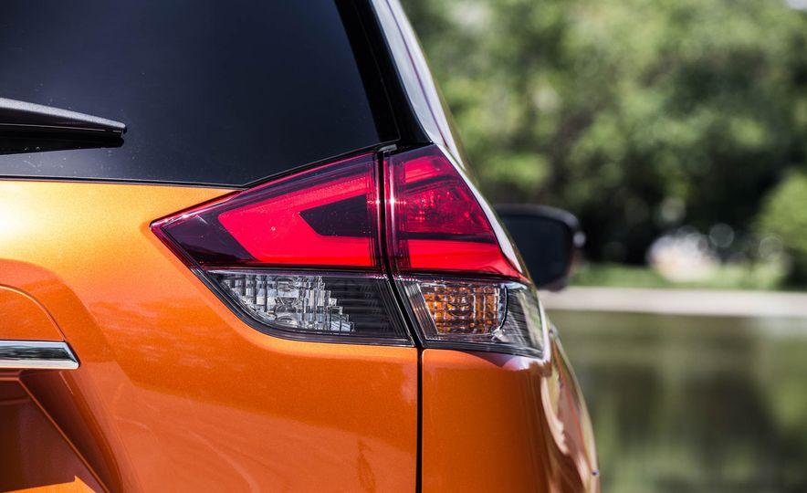 2017 Nissan Rogue SL AWD - Slide 24