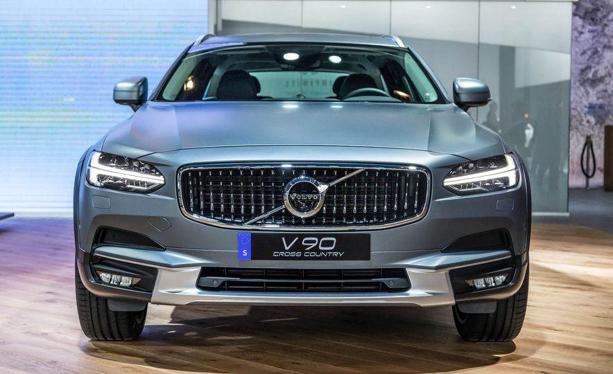 2017 Volvo V90 Cross Country - Slide 1