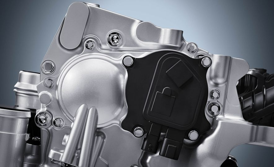 Infiniti VC-T engine cutaway - Slide 6