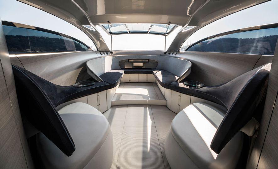 Mercedes-Benz Style Yacht - Slide 2