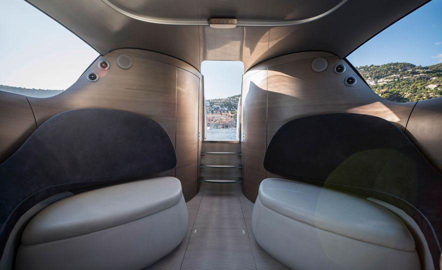 Mercedes-Benz Style Yacht - Slide 3