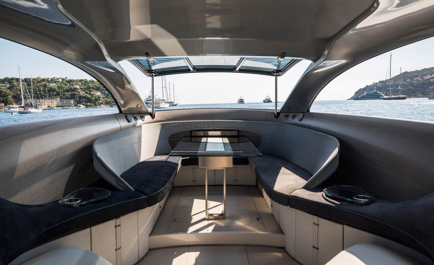 Mercedes-Benz Style Yacht - Slide 4