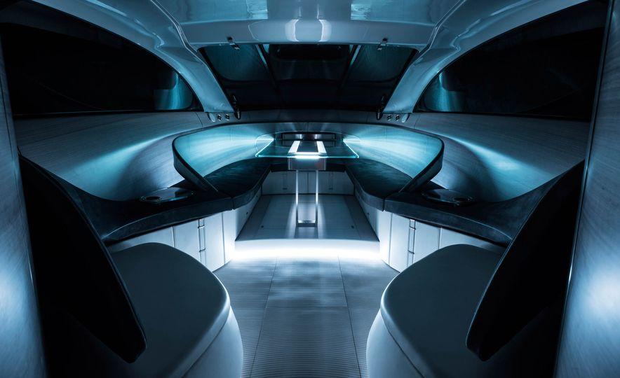Mercedes-Benz Style Yacht - Slide 5
