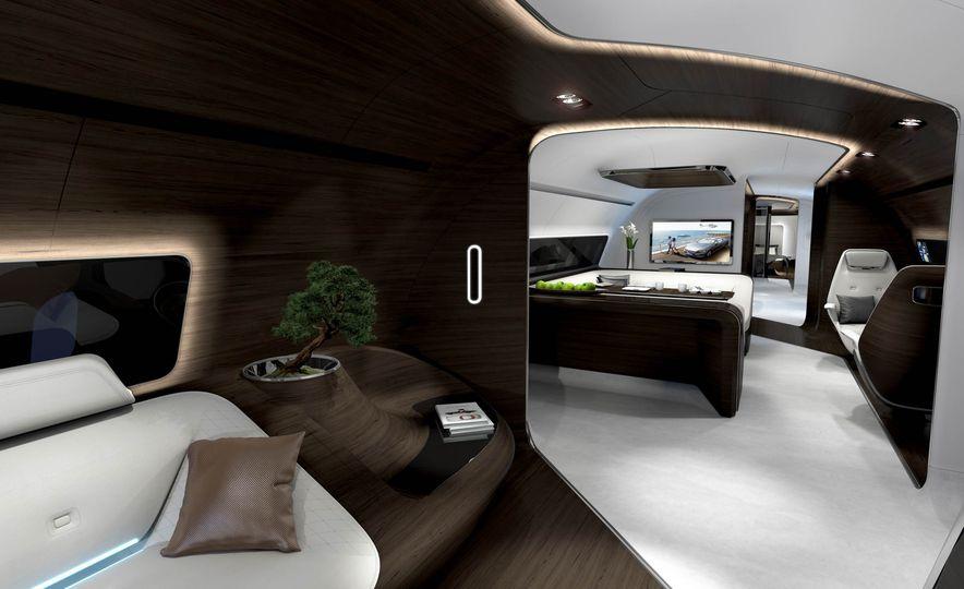 Mercedes-Benz Style Yacht - Slide 9