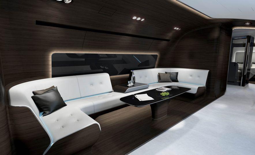 Mercedes-Benz Style Yacht - Slide 12