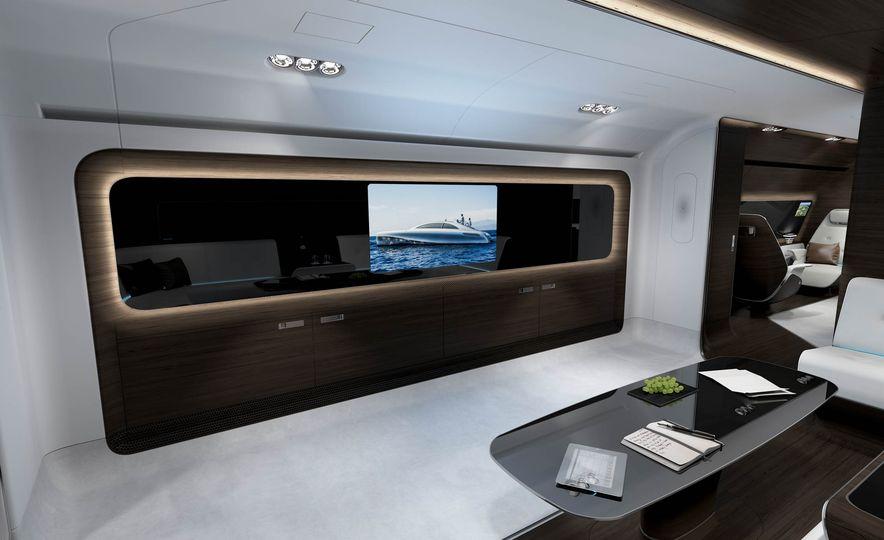 Mercedes-Benz Style Yacht - Slide 13