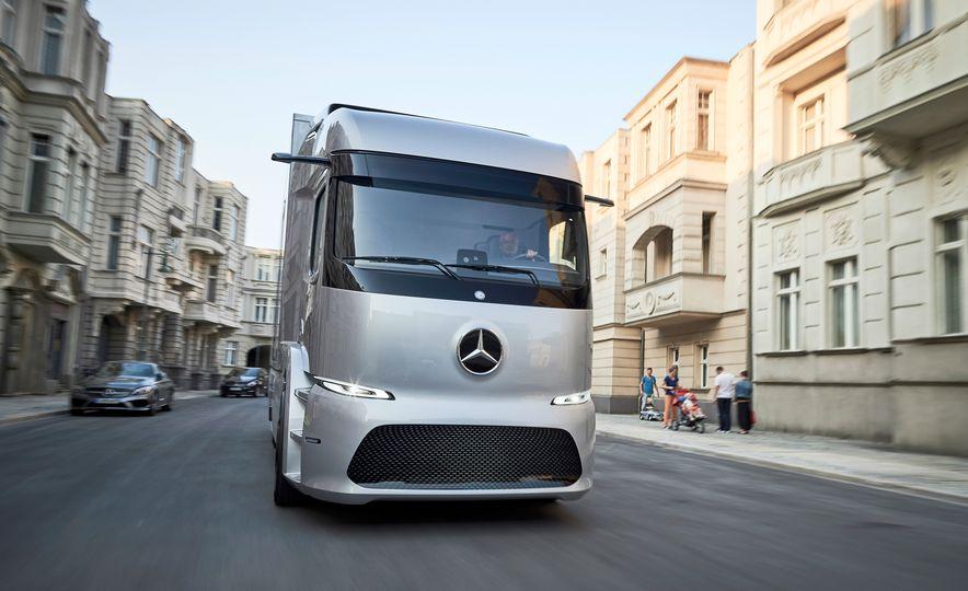 Mercedes-Benz Urban eTruck concept - Slide 2