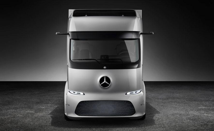 Mercedes-Benz Urban eTruck concept - Slide 12