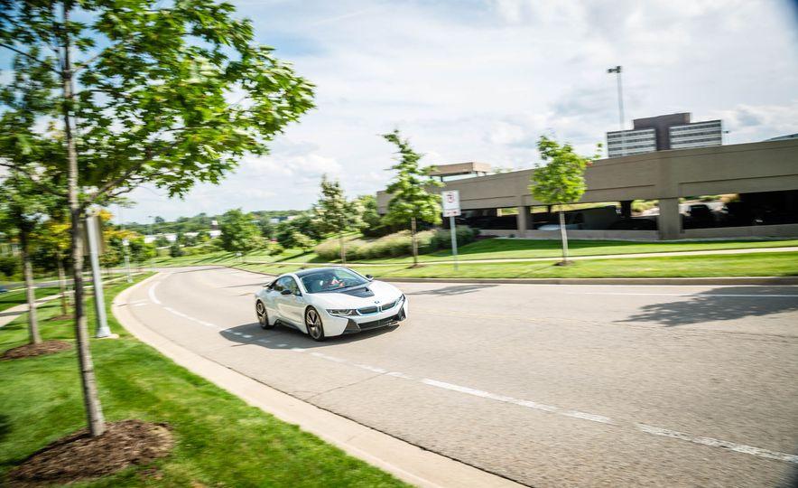 2016 BMW i8 - Slide 3