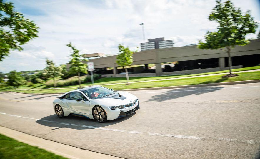 2016 BMW i8 - Slide 4