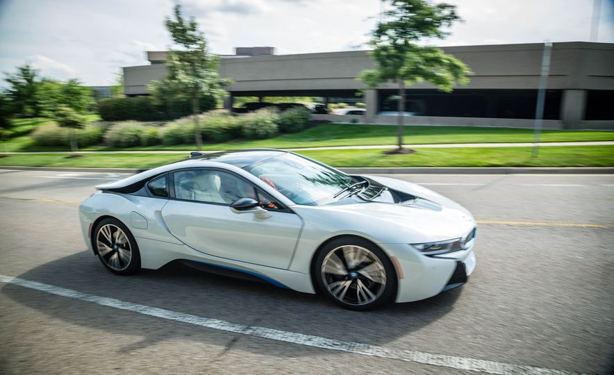 2016 BMW i8 - Slide 6