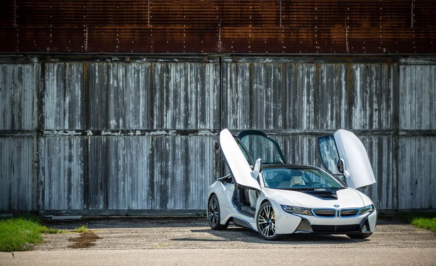 2016 BMW i8 - Slide 17