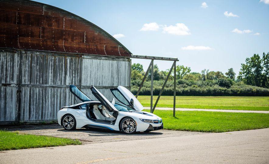 2016 BMW i8 - Slide 21