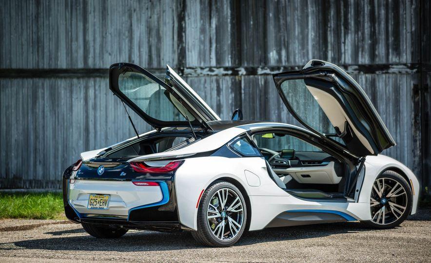 2016 BMW i8 - Slide 22